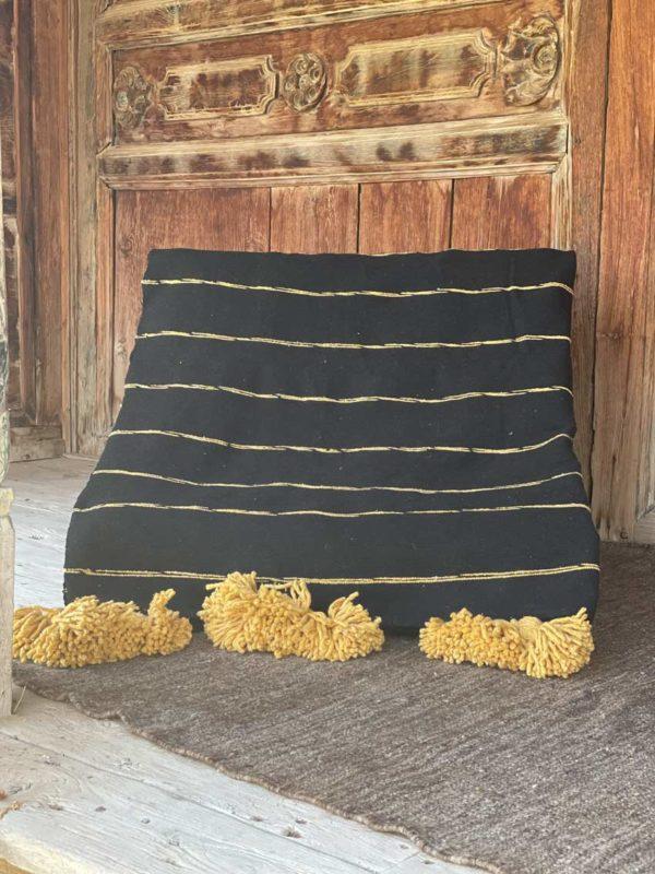 couverture coton safran et noir à pompons